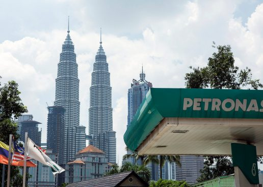 Petronas and PTT Sign Agreement for Equity Interest in Petronas LNG 9